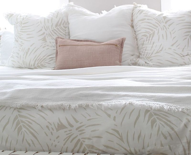 STYLE SANCTUARY: OUR MASTER BED SUMMER REFRESH